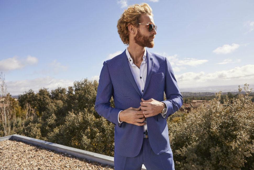 llevar traje verano hombre azul