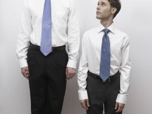Sencillos trucos para vestir y parecer más alto