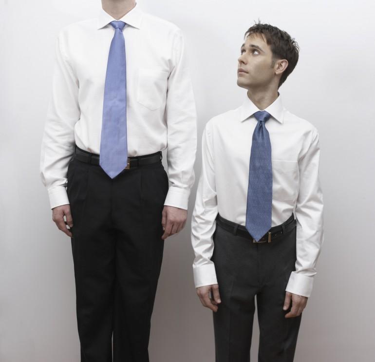 estatura hombre alto pequeño disimular trucos