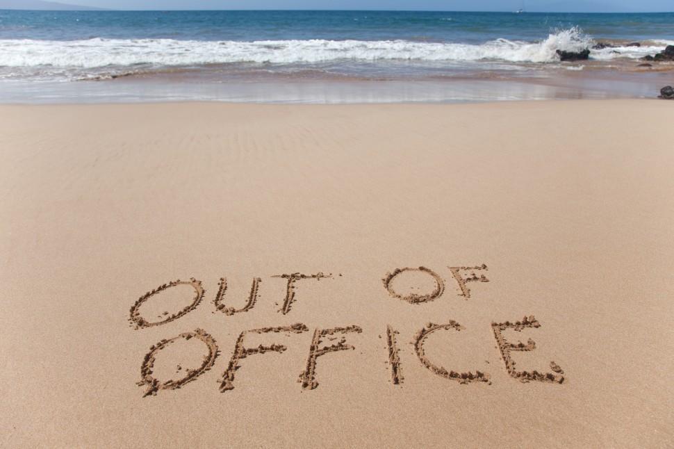 trabajar verano vacaciones oficina playa