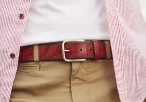 elegir cinturon hombre bermudas