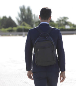 mochila complemento hombre traje (1)