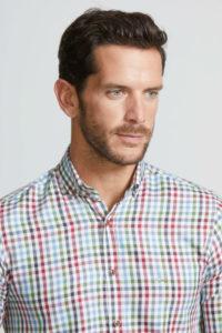combinar camisa cuadros hombre LATERAL